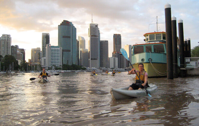 Kayaking through the heart of the city with a Riverlife Tour