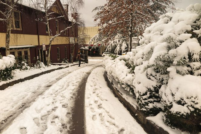snow, Katoomba, Carrington Hotel, Blue Mountains, NSW
