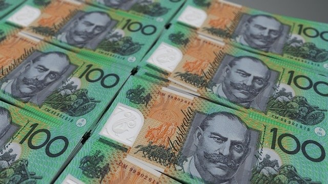 Australian money, hundred dollars, how to make money from home, making money online, how to start a home business, article by Jade Jackson