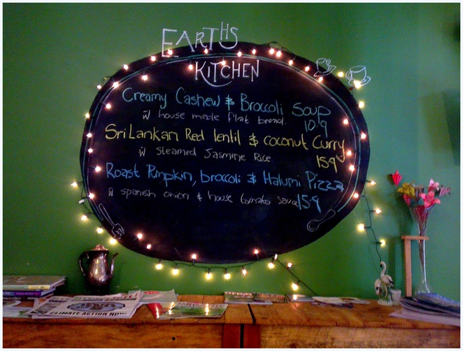 earth's kitchen, organic cafe adelaide, pirie street cafe, specials board