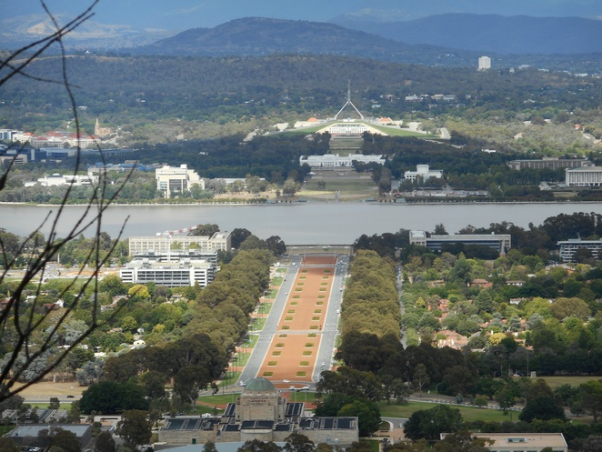 mount ainslie summit walk, canberra, kokoda trail, ACT, bushwalks, wlaking paths,