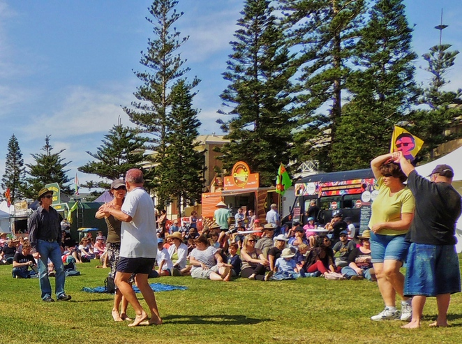semaphore music festival, family entertainment, semaphore street fair, semaphore events, in adelaide, semaphore palais, kids' activities, semaphore amusement park, semaphore foreshore reserve, large crowd