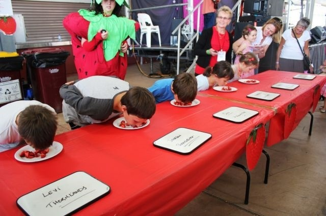strawberry,eating,competition