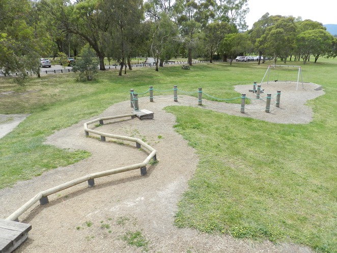 swings, playground, jells park, wheelers hill, pines picnic, playgrounds in melbourne, melbourne playgrounds,