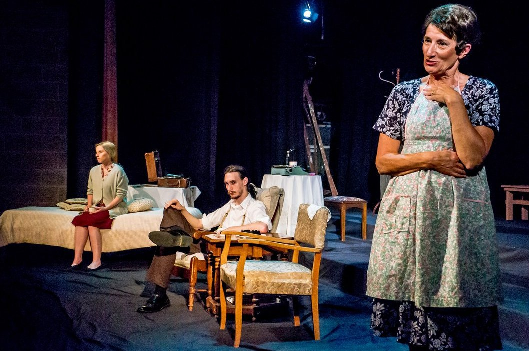 heartlessness portrayed in the glass menagerie by tennessee williams Discourse analysis of tennessee williams' the glass menagerie the expressionists portrayed the deeper reality that lies beneath and beyond the surface discourse of.