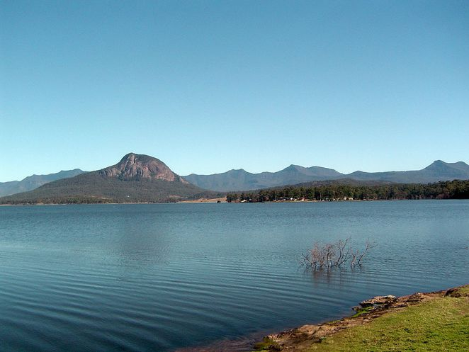 Photo of Lake Moogerah courtesy of Shiftchange via Wikipedia