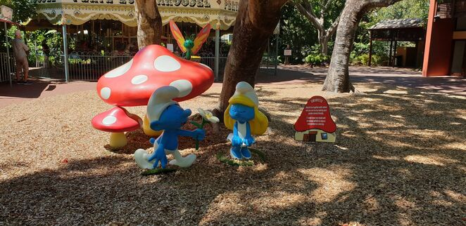 perth zoo smurfs