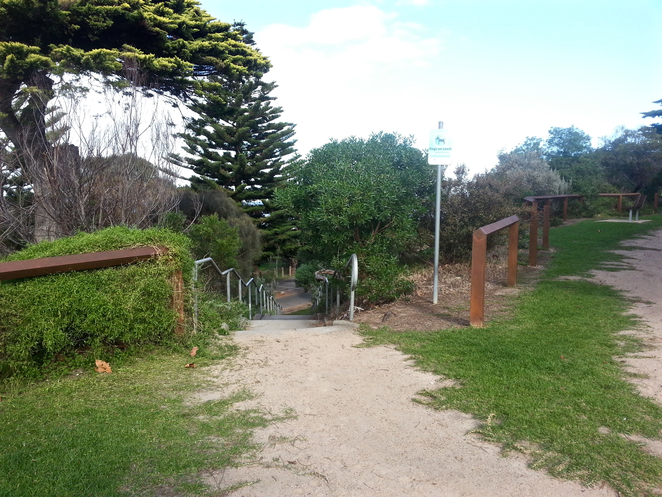 Princess Park, Queenscliffe, Bellarine, Parks, Picnic Spots, Playgrounds, near Geelong, grass, beach access, pathway to beach,