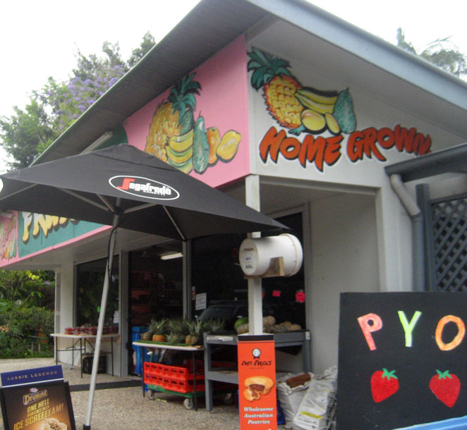 Vecchio's Cafe and Fruit Shop on Steve Irwin Drive