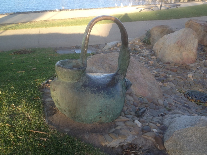 The bronze Poppykettle