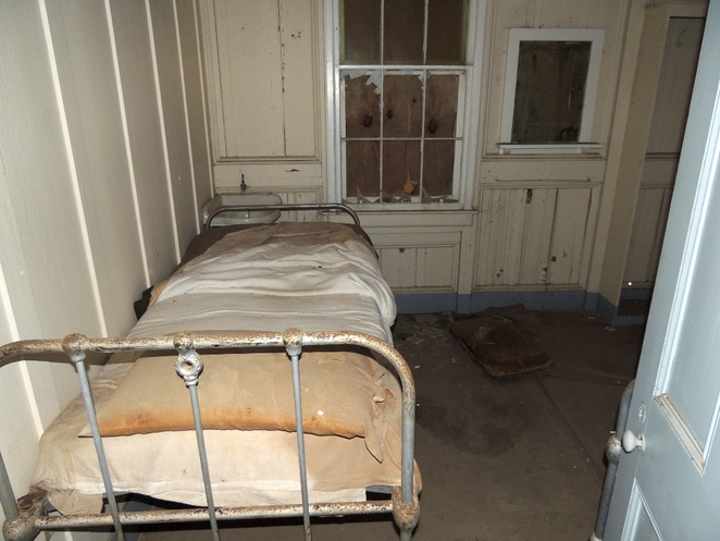 torrens island, quarantine station, national trust, maritime museum, in adelaide, south australia, heritage listed, torrens island quarantine station, bedroom