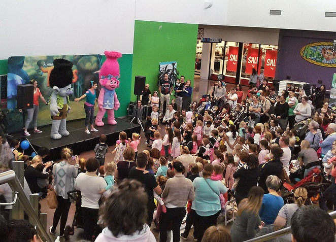 canberra outlet centre, canberra, school holidays, shows, trolls, kids, families, children, ACT, activities, rainy day, whats on, kids shows, free,