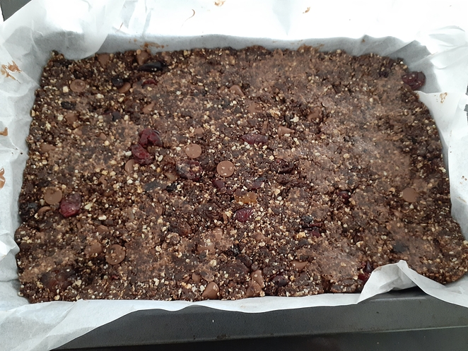 date, raw slice, cinnamon, easy, chocolate, mixed fruit, coconut, prunes, cocoa, peanut butter, honey, cinnamon, nutmeg, raw slice recipe, australia, oats, healthy, no bake,