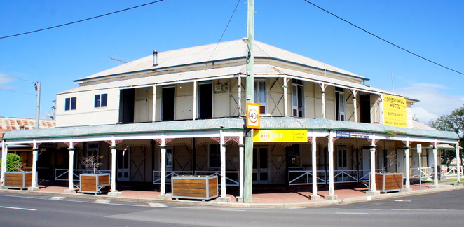 The Forest Hill Hotel is one of the two heritage-listed pubs in Forest Hill. Did I mention that there are only two pubs in town.