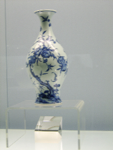 Vase on display at Shanghai Museum