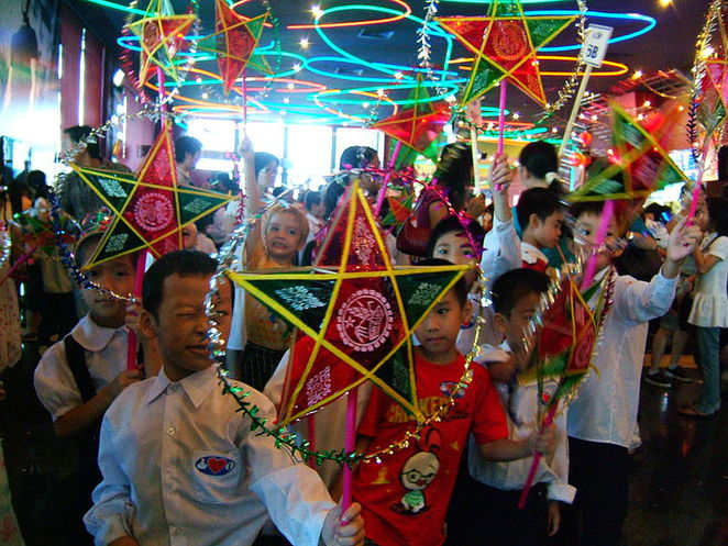 Vietnamese children celebrating Mid-Autumn Festival in a traditional lantern procession