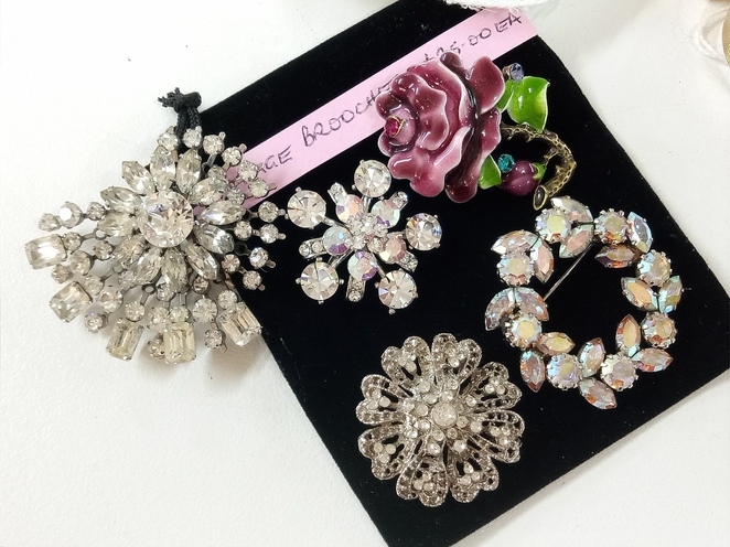 Antique jewellery, brooches, earrings, accessories, retro, shop, eltham, brougham street,