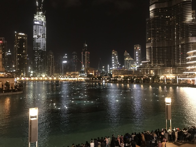 dubai dancing fountains, dubai fountains, things to do in dubai, free things to do in dubai, dubai fountain show, burj khalifa