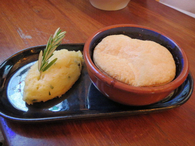 Finn Macool's Irish Pub, Finn's Beef and Guinness Pie, Adelaide