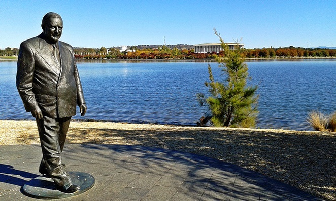 lake burley griffin, canberra, sir robert menzies, ACT, RG Menzies walk, commonwealth park