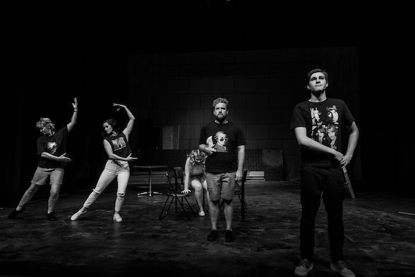a review of the characters in cosi a semi autobiographical play by louis nowra In the play cosi by louis nowra, recent university graduate lewis riley takes on a group of asylum patients and sets out to perform a play to earn some quick cash.