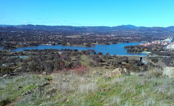 urambi hills, tuggeranong, greenway, walks, canberra nature park, best things to do in greenway, bushwalks in canberra, views, lookouts, nature parks, uphill hikes,
