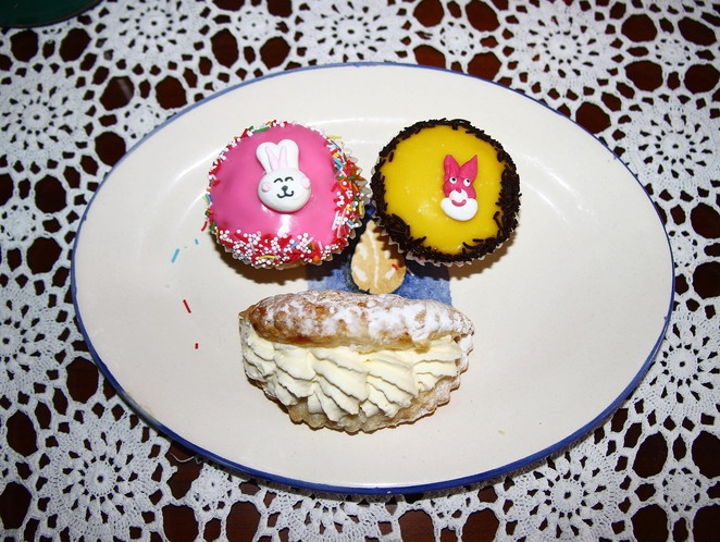 cup cakes & apple slice.