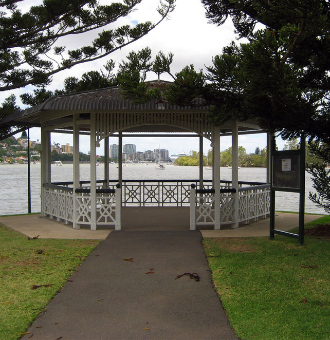 Newstead Park is right on Brisbane River