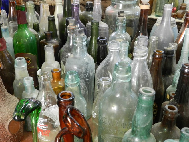 bottle, Bottle House, Lightning Ridge, Collection, Museum, Curisoity,