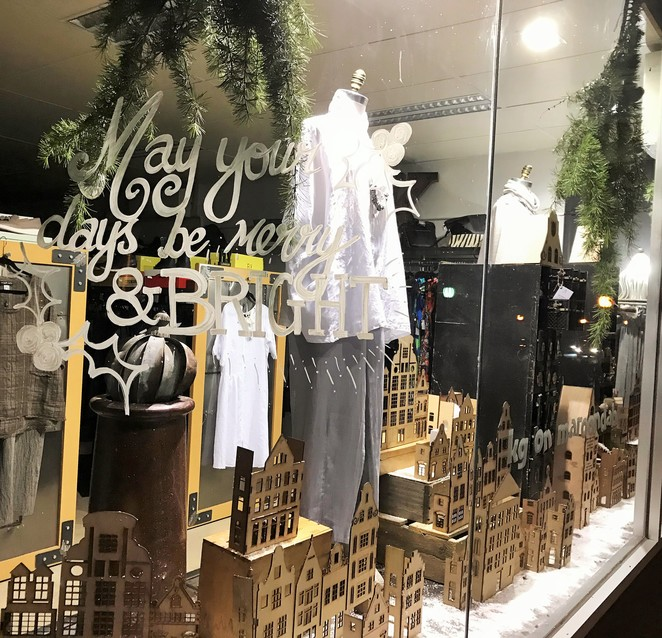 christmas, windows, display, festive season, healesville, yarra valley, shopping, lights, kg's