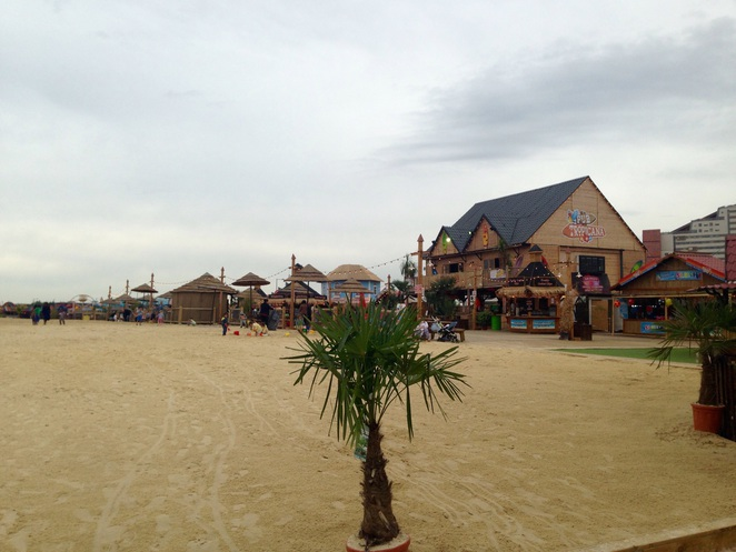 East London beach, things to do in London, summer fun, bar, funfair, beach, summer fairground, Olympic park, Stratford