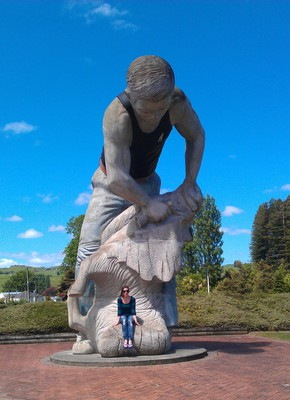 Te Kuiti, Sheep Shearing Capital, Sheep Shearer Statue, Largest Sheep Shearer