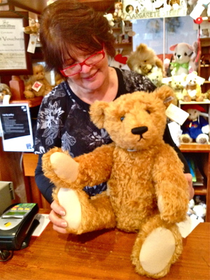 Steiff Bear with Owner, Sybella at The Teddy Bear Shop (c) JP Mundy