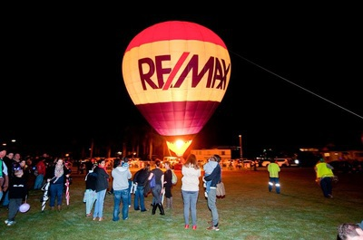 balloon hot air re max advantage wynnum illuminations festival