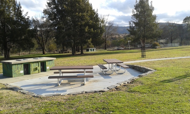 Pine Island Reserve, Tuggeranong, playgrounds, BBQ areas, parks, swimming in canberra