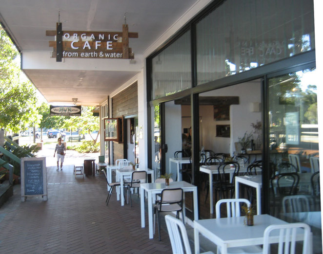 There are many trendy cafes in Burleigh Heads