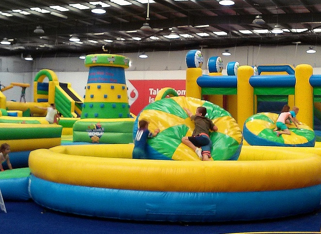 kambah inflatable world, canberra, kambah, school holidays, party venues, toddlers, preschoolers, primary school, weekends, indoor, winter, rainy day ideas, inside, cold days, wet weather, family friendly,