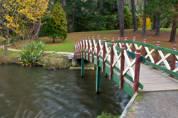 lake daylesford, footbridge, peace mile walk,