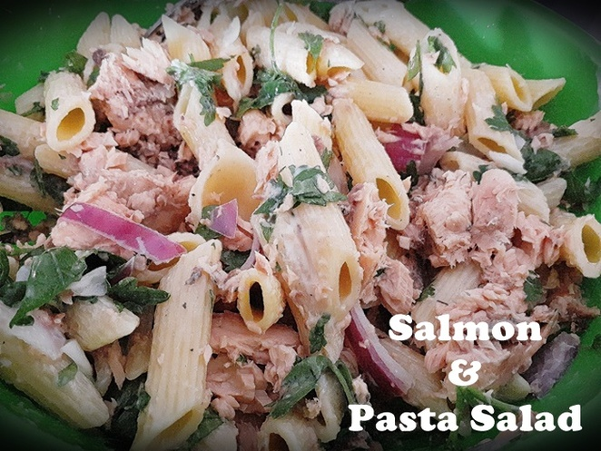 salmon and parsley pasta salad, work lunch ideas, salmon, tinned salmon, parsely, fresh parsley, pasta salad, red onion, mayonnaise, lemon juice, easy, quick, healthy, lunch, cold, work,