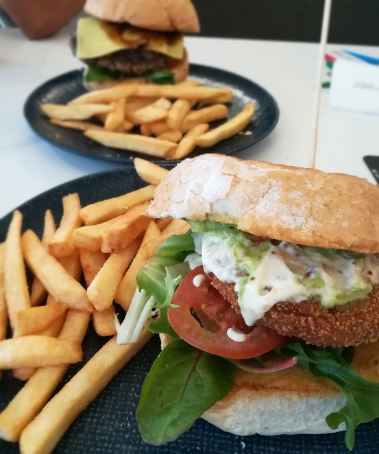 nelson bay golf club, burgers, port stephens, dining, lunch menu, best burgers, NSW, clubs, takeaway, dining, menu, vegetarian, vegetarian burger, wagyu beef burger,