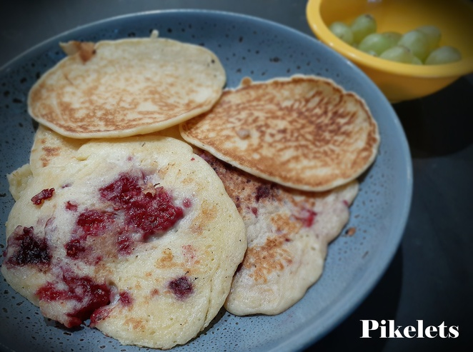 pikelets, berry pikelets, snacks, kids, filling, children, school, lunch box, pancakes, ideas, australia, healthy, snacks, breakfast, recipes, filling,