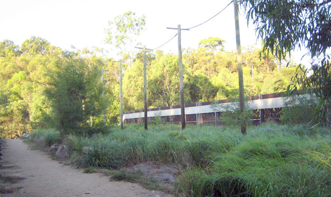 The green bridge over Hamilton Road from Raven Street Reserve to the Milne Hill Reserve