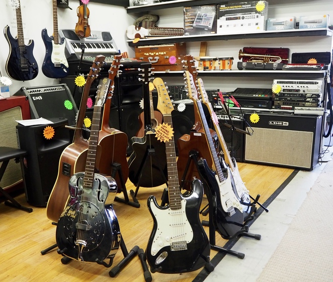 guitar, strumming, music, band, second hand, used