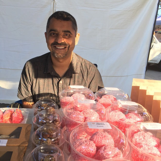 Kuraby, farmers markets, Brisbane, specialty cakes, gourmet biscuits, Dullah's, Dullahs, homemade cakes, snowballs