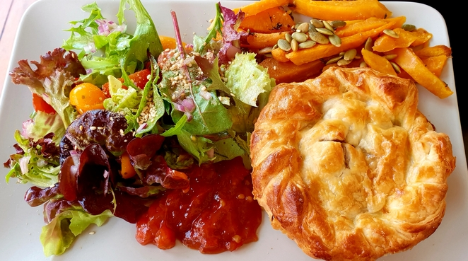 Lunch, homemade, pie, Lawson, cafe, Blue Mountains