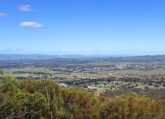 mount majura, canberra, walking trails, bushwalks, ACT, hikes, uphill walks, views
