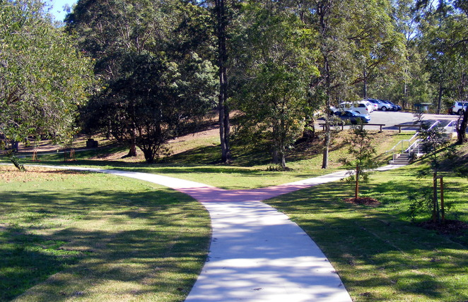 The walking path near the Hoop Pine Picnic Area