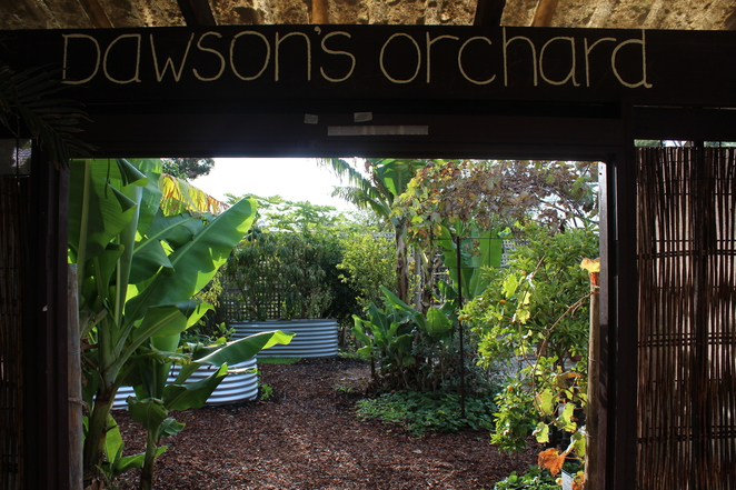 A Good Gateway - Dawson's Orchard, nooks and crannies