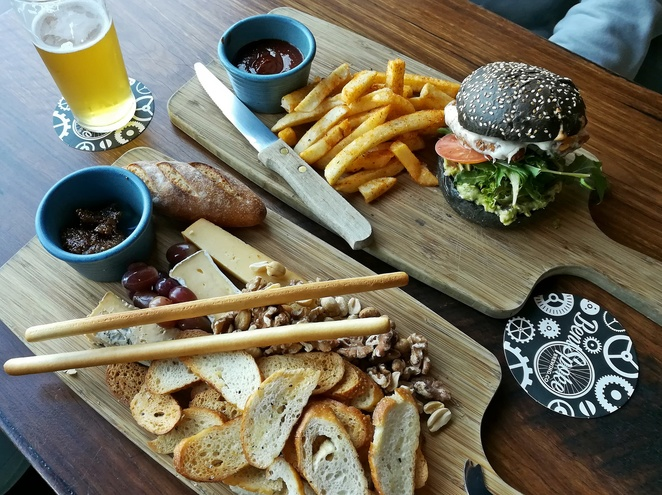 bentspoke brewery, canberra, gastropubs, breweries, ACT, braddon, lunch, beer matching, city, pubs, lunch, dinner, bar snacks, beer making,