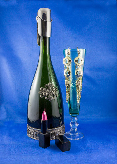 bubbles and beauties, champagne, lipstick, green glass, ear rings